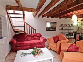 2 bedroom Cottage with Ping Pong Table in Coatroual - Coatroual vacation rentals