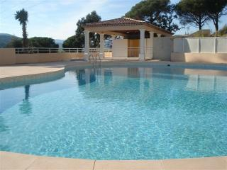 Large 1 bed apt for 5 pers with shared pool - Saint-Maxime vacation rentals