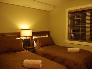 Cozy 2 bedroom Golden House with Balcony - Golden vacation rentals