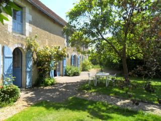 Nice 4 bedroom House in Cussay - Cussay vacation rentals