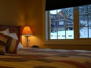Cozy 2 bedroom Golden House with Internet Access - Golden vacation rentals