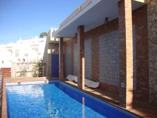 Perfect 3 bedroom Townhouse in Espiche with Internet Access - Espiche vacation rentals