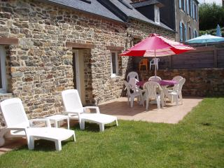 2 bedroom Gite with Internet Access in Plougastel Daoulas - Plougastel Daoulas vacation rentals