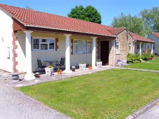 BRAMLEYS, pet friendly, country holiday cottage, with a garden in Burtle, Ref - Wedmore vacation rentals
