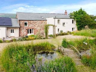 GLEN BANK, detached farmhouse, with four bedrooms, two woodburning stoves, and large, enclosed garden, in Brampton, Ref 16760 - Brampton vacation rentals