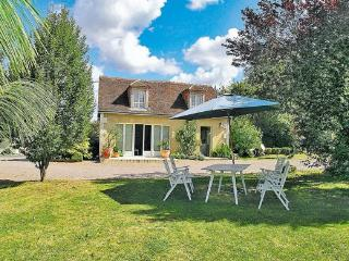 Lovely 2 bedroom Argenton-sur-Creuse Villa with Shared Outdoor Pool - Argenton-sur-Creuse vacation rentals