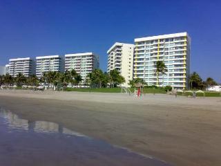 ACA - CMC05  -  Beach front & ground floor comfortable apartment - Acapulco vacation rentals