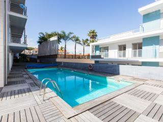 Fully Air Conditioned, Modern 1 Bedroom Apartment, Sleeps 4, with Swimming Pool and Kids Play Area - Sao Martinho do Porto vacation rentals