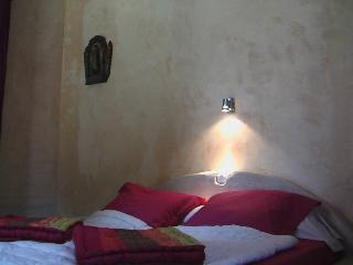 """le """"STUDIO ROMANTIQUE"""" - Roussillon vacation rentals"""