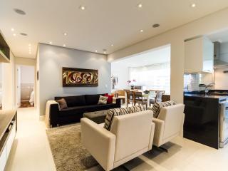 Beautiful 2 Bedroom Apartment in Brooklin - Sao Paulo vacation rentals