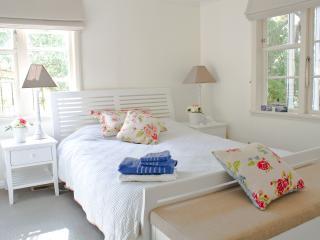 Comfortable 2 bedroom Wellington B&B with Internet Access - Wellington vacation rentals