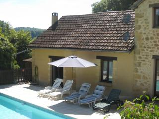 Tobacco Barn - Stunning, views, pool, wlk to bakery & rest, Lascaux 4 10mins - Peyzac-le-Moustier vacation rentals