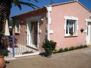 Nice Gite with Internet Access and Dishwasher - Mouries vacation rentals