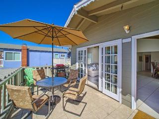 39th Street Full Duplex Just 7 houses from the Sand - Newport Beach vacation rentals