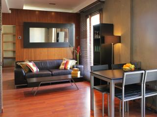 Plaza Manises Apartment - Modern and stylish - Valencia vacation rentals