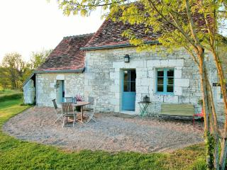Bright 2 bedroom Loches Gite with Swing Set - Loches vacation rentals