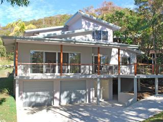 Lovely 3 bedroom House in Broken Head with Garage - Broken Head vacation rentals