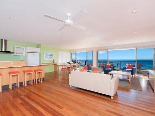 Bright 4 bedroom House in Yamba - Yamba vacation rentals