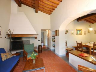 Nice 2 bedroom Bucine Townhouse with Central Heating - Bucine vacation rentals