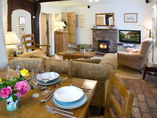 Romantic Cottage with Freezer and Stove - Lavenham vacation rentals