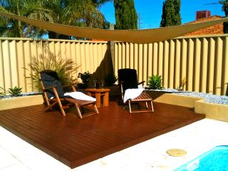 Bright 4 bedroom House in Carramar - Carramar vacation rentals