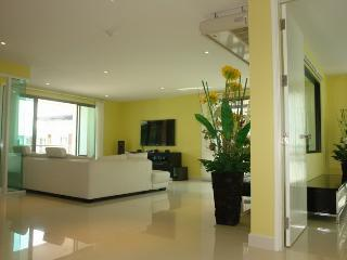 Condo for rent Central Pattaya,with pool view,130 sq.m.,center of Pattaya. - Pattaya vacation rentals