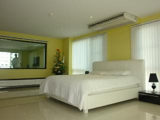 Condo for rent Central Pattaya,size 130 sq.m.,fully furnished,pool view. - Pattaya vacation rentals