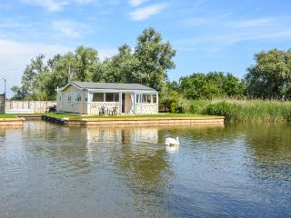 Perfect Cottage with Central Heating and Parking Space - Potter Heigham vacation rentals