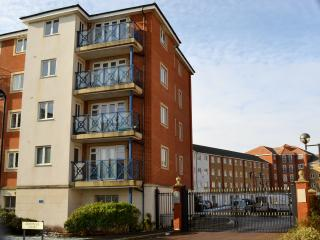 Bright 2 bedroom Eastbourne Condo with Internet Access - Eastbourne vacation rentals