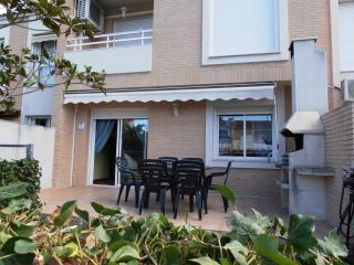 Excellent Urbanization close to everywhere - Cambrils vacation rentals