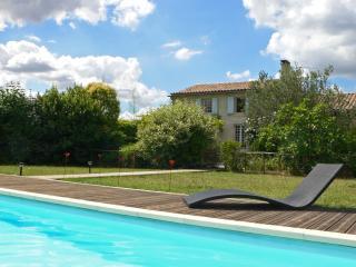 Gîte de charme  au calme, piscine privée, - Saintes vacation rentals