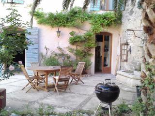 Twin Bleue B&B VILLA  FONTILHA Languedoc, FR - Usclas-d'Herault vacation rentals