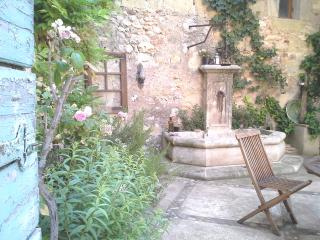 Chambre Côté Jardin B&B VILLA FONTILHA, FR - Usclas-d'Herault vacation rentals