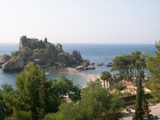 2 bedroom Apartment with Internet Access in Taormina - Taormina vacation rentals