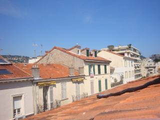 Deux pièces atypique mansardé avec charme, centre - Cannes vacation rentals
