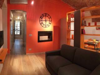 Elegante Bilocale nel Cuore della Torino Storica - Turin vacation rentals