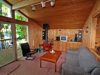 Cozy Cottage with Deck and DVD Player - Marmora vacation rentals