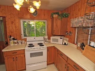 Cozy Cottage with Deck and Kettle - Marmora vacation rentals