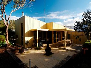 Comfortable 3 bedroom House in Aireys Inlet with A/C - Aireys Inlet vacation rentals