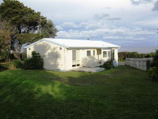 Beautiful House with A/C and Television in Apollo Bay - Apollo Bay vacation rentals