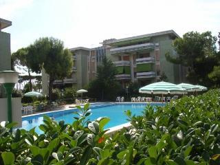 Pineto centro, bilocale con piscina vicino al mare - Pineto vacation rentals