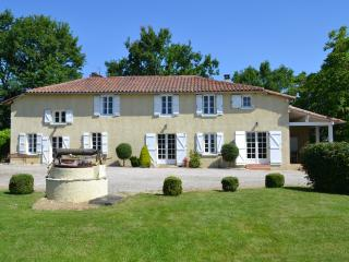 Farmhouse with heated pool and amazing views - Marciac vacation rentals