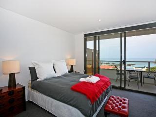 LORNE CHALET APARTMENT 39 - KATH - LUXURY RETREAT - Victoria vacation rentals