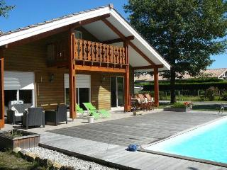 Bright House in Audenge with A/C, sleeps 10 - Audenge vacation rentals