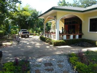 Beautiful Bungalow with A/C and Television - Noen Sa-nga vacation rentals