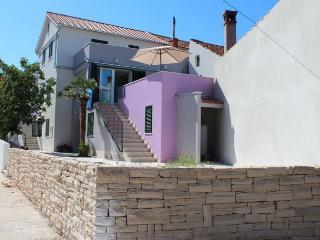 Cozy 3 bedroom Apartment in Sutomiscica - Sutomiscica vacation rentals