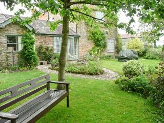 STONE COTTAGE, WiFi, enclosed garden with furniture, Ref 904161 - Shobdon vacation rentals