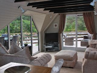 Perfect 3 bedroom Blair Atholl Lodge with Internet Access - Blair Atholl vacation rentals