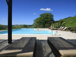 Sunset Apartment with pool and private area - Acqualagna vacation rentals
