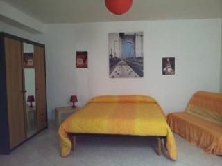 Nice B&B with Parking and Short Breaks Allowed - Castromediano vacation rentals